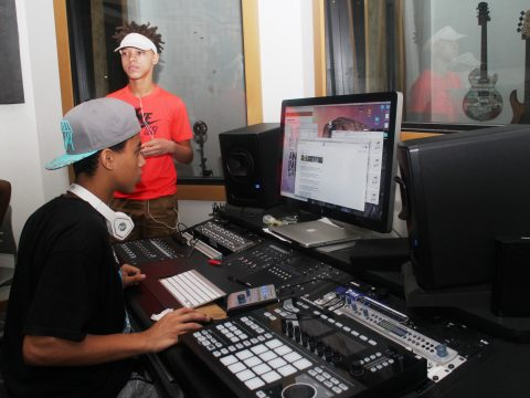 cloud901-teens-in-music-studio-img